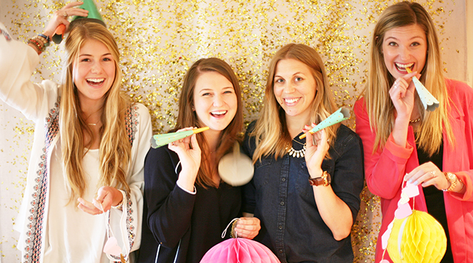 DIY Glitter Photobooth Backdrop