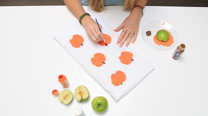 Thanksgiving DIY: Pumpkin Dish Towels