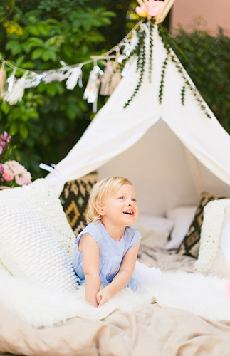 A Backyard Teepee Photo Shoot