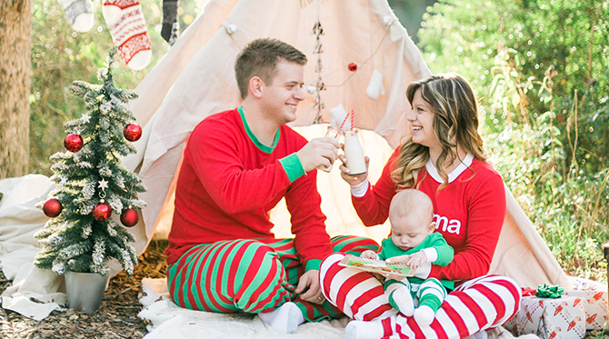 red green teepee christmas family photos inspired by this