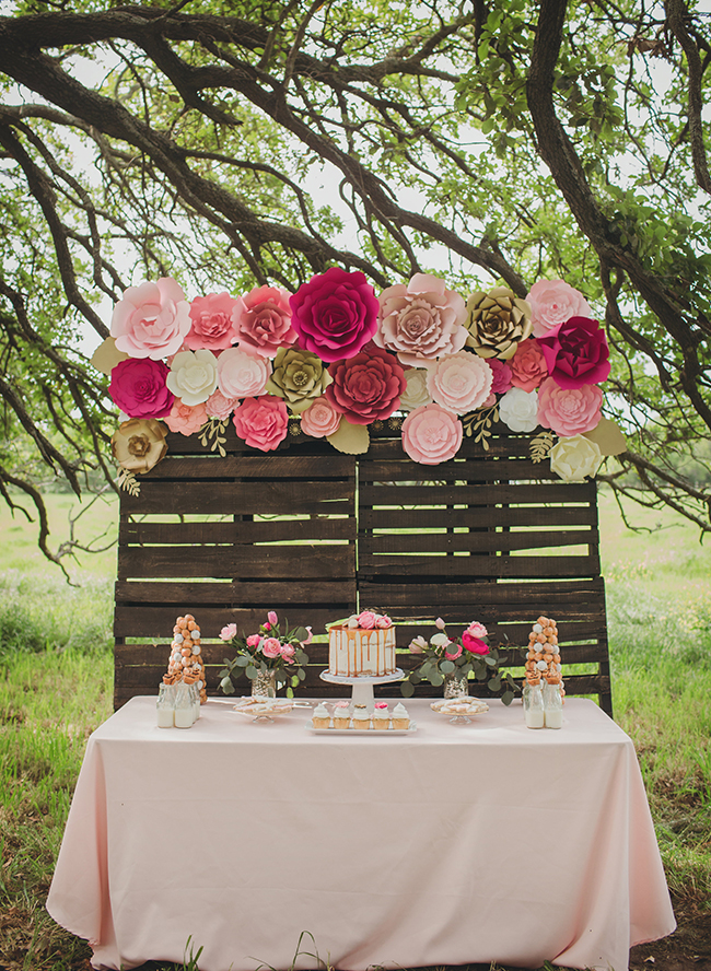 Pink farm animal baby shower inspired by this - Idee deco baby shower ...