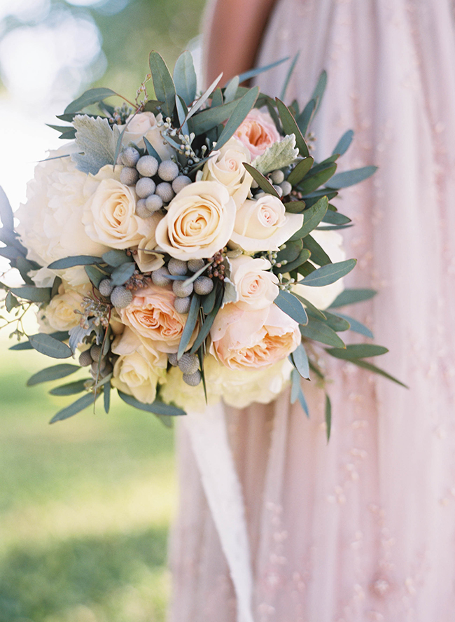 20 beautiful winter wedding bouquets inspired by this junglespirit Gallery