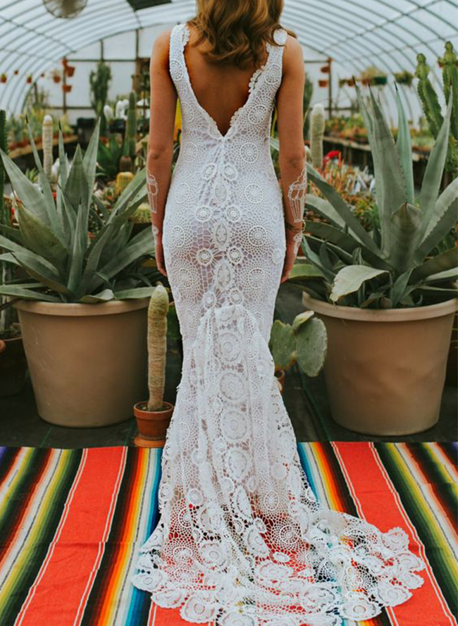 10 Crochet Lace Wedding Dresses for The Bohemian Beauty - Inspired