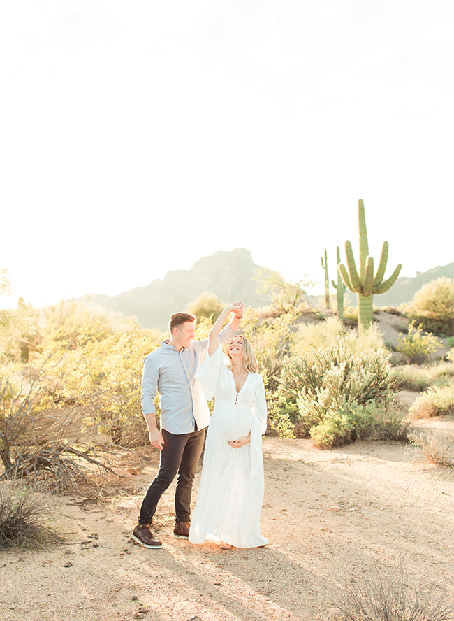 Beautiful Bright Desert Maternity Photos