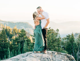 lassen national park, family photo ideas, christmas pictures with dogs,