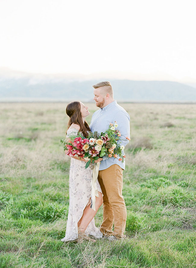 Scenic Spring Engagement Photos, outdoor engagement photos